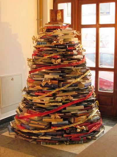 Božićno drvce u našoj knjižnici